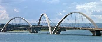 Ponte sobre o Lago Paranoá em Brasília. Feita com liga ferro-nióbio.
