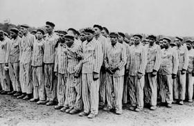 Judeus no Holocausto de Hitler  https://brasilescola.uol.com.br/historiag/holocausto.htm