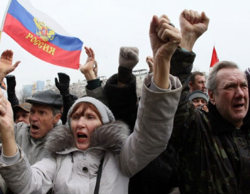 Manifestantes pró-Rússia (Fonte: G1)